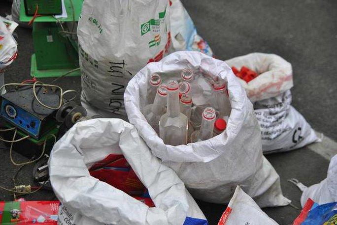 Nhiều vỏ chai nước mắm Nam Ngư đã qua sử dụng