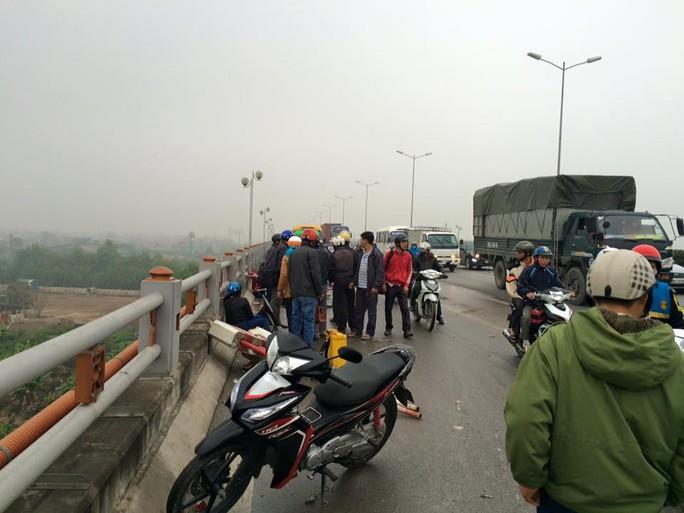 Bốn người bị thương sau vụ tai nạn