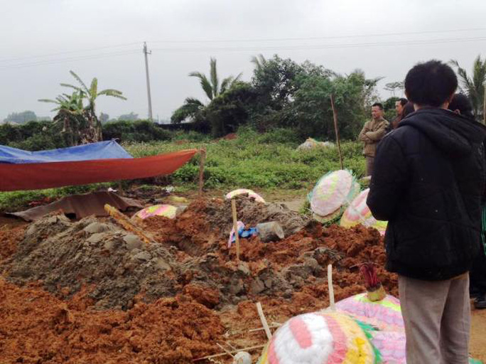 Hiện trường ngôi mộ bị kẻ gian đào bới lấy đi một phần cơ thể