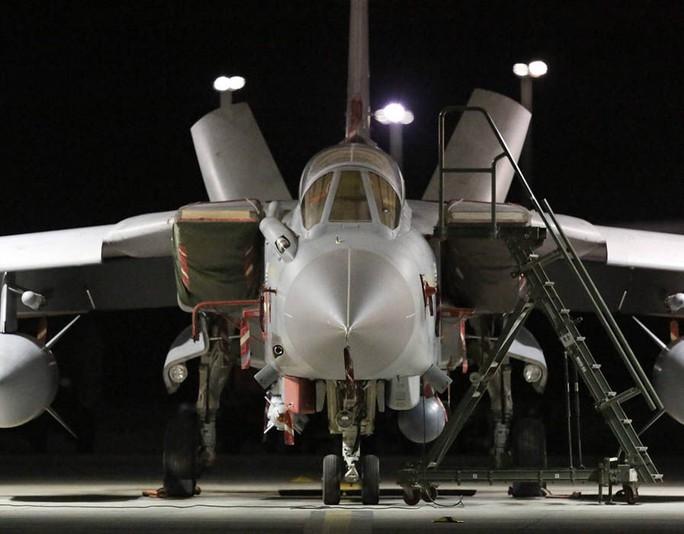 Một máy bay Tornado của Không quân Hoàng gia Anh (RAF). Ảnh: Express