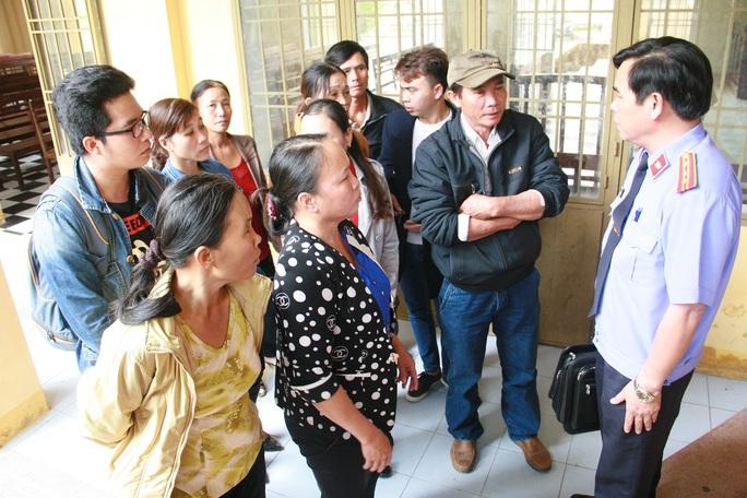 Người nhà nạn nhân tham khảo ý kiến của đại diện viện kiểm sát về thủ tục kháng cáo