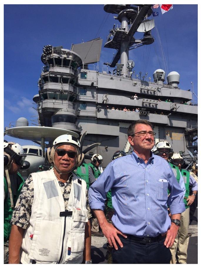 Hai bộ trưởng quốc phòng Philippines và Mỹ. Ảnh: Inquirer