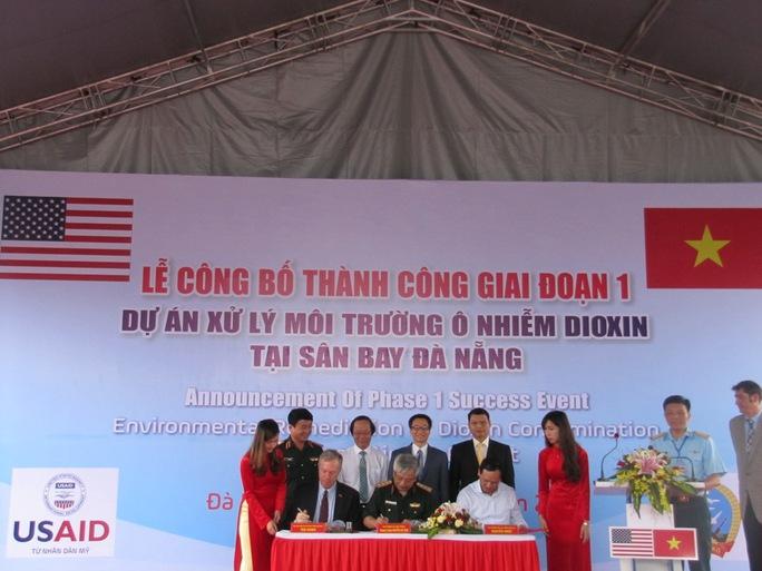 Ký kết bàn giao diện tích đất sạch cho Tổng công ty Cảng Hàng không Việt Nam