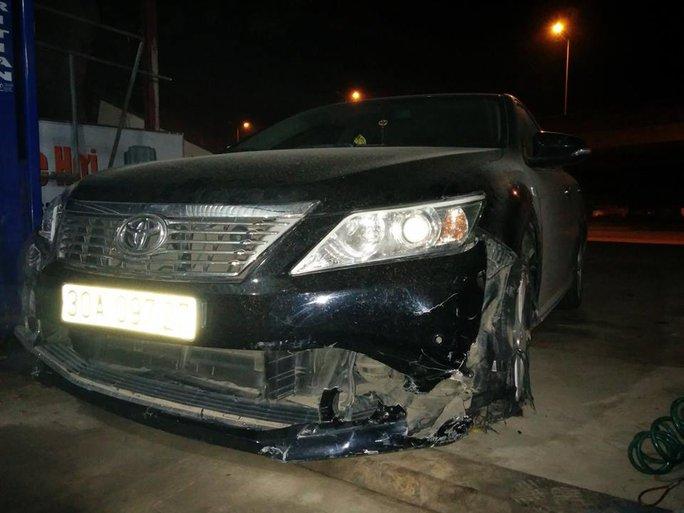 Chiếc xe Camry bị hư hỏng sau khi gây tai nạn bỏ chạy - Ảnh: CTV
