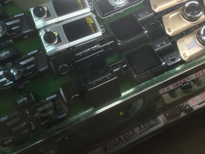 Đa dạng các chủng loại camera. Ảnh: H.V