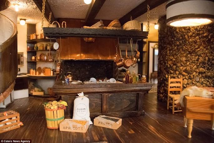 Nhà bếp bên trong lâu đài. Ảnh: Caters New Agency