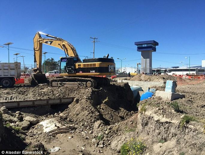 Âm thanh tiếng ồn công trình xây dựng lần trước giúp hoạt động đào hầm thành công. Ảnh: Daily Mail