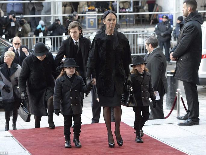 Celine và các con tại tang lễ chồng Rene