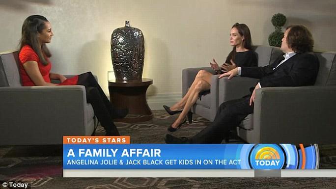 Angelina Jolie không muốn các con nối nghiệp diễn