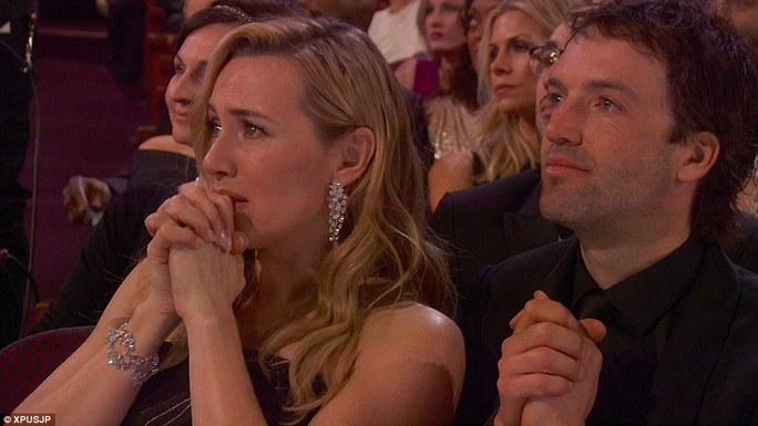 Kate xúc động rơi nước mắt trước thắng lợi của Leo