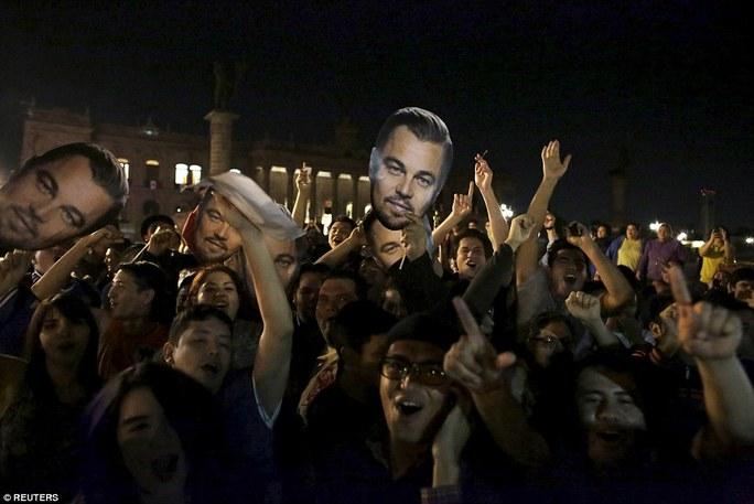 Người hâm mộ phấn khích khi Leo được vinh danh