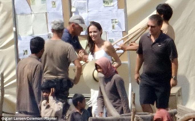 Pax Thiên cao lớn, khỏe mạnh bên mẹ Angelina Jolie