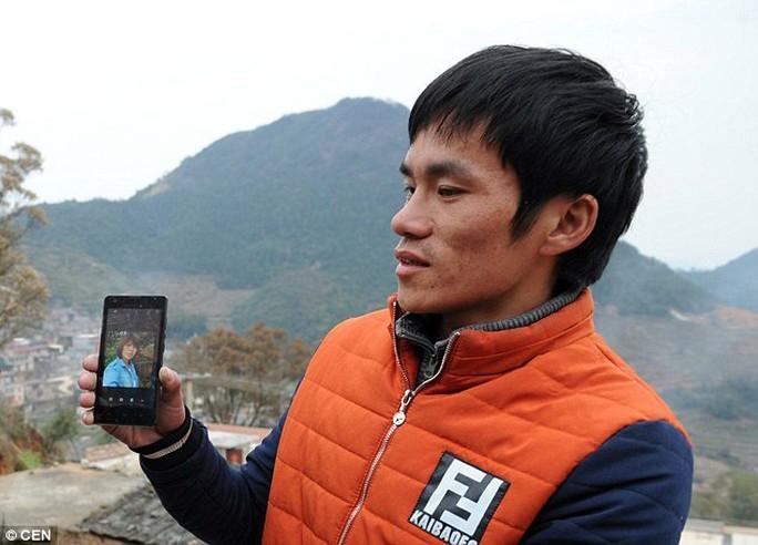 Một người đưa ảnh vợ Việt mà mình cưới thông qua môi giới