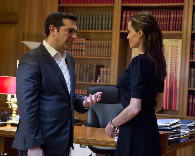 Angelina Jolie gặp Thủ tướng Hy Lạp Alexis Tsipras
