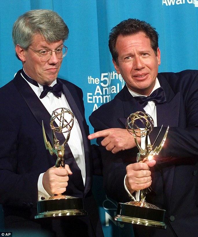 Garry Shandling hạnh phúc nhận Emmy