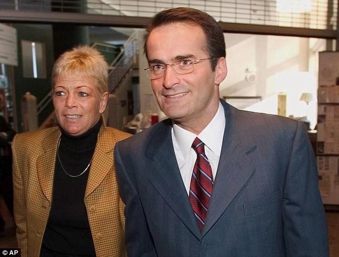 Ông Jean Lapierre và vợ gặp nạn khi đang trên đường đến đám tang. Ảnh: AP