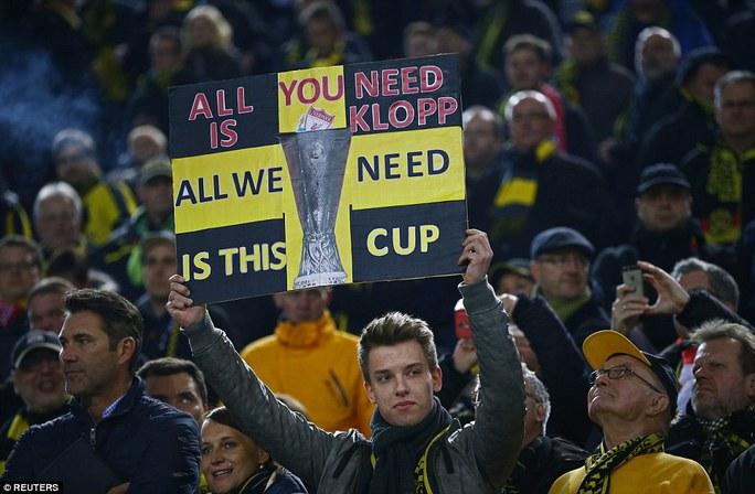 Các CĐV Dortmund chào đón Klopp