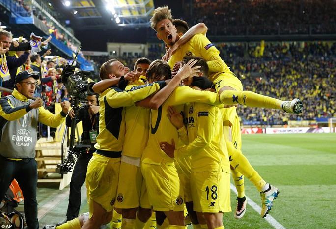 Niều vui của các thủ Villarreal đến muộn