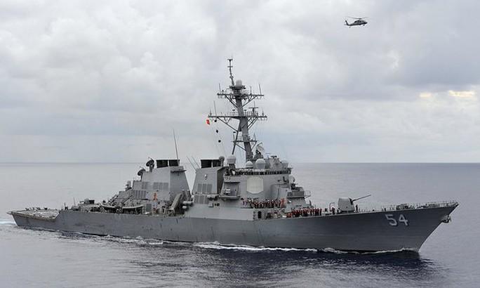 Tàu khu trục Mỹ USS Curtis Wilbur tuần tra ở vùng biển Philippines. Ảnh: Reuters