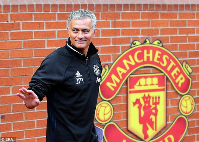 Mourinho chính thức ra mắt M.U