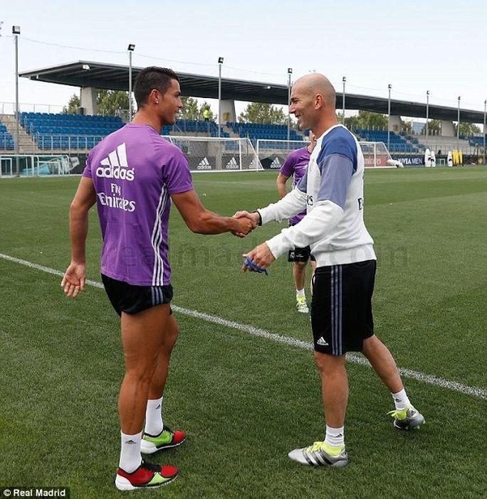 Ronaldo và HLV Zidane