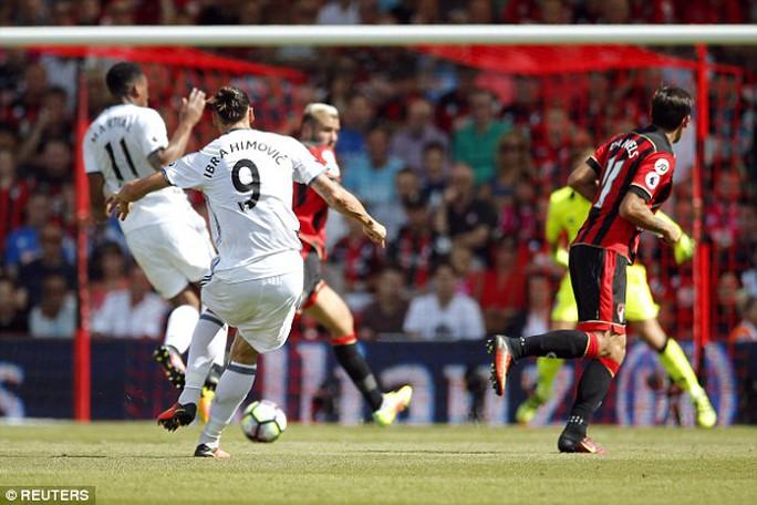 Ibrahimovic ghi bàn cho M.U trong trận mở màn Premie League tối 14-8