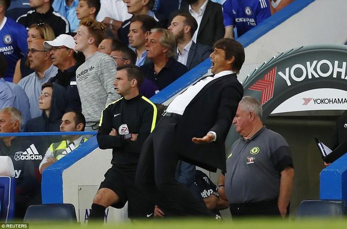 Chùm ảnh Conte ăn mừng điên cuồng hơn cả Klopp