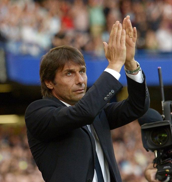 HLV Conte chào ra mắt khán giả trước trận