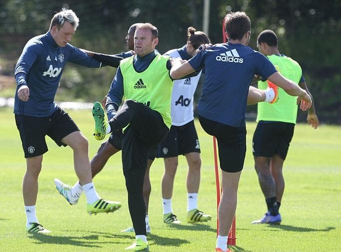 Cầu thủ M.U tập luyện trước trận gặp Hull City