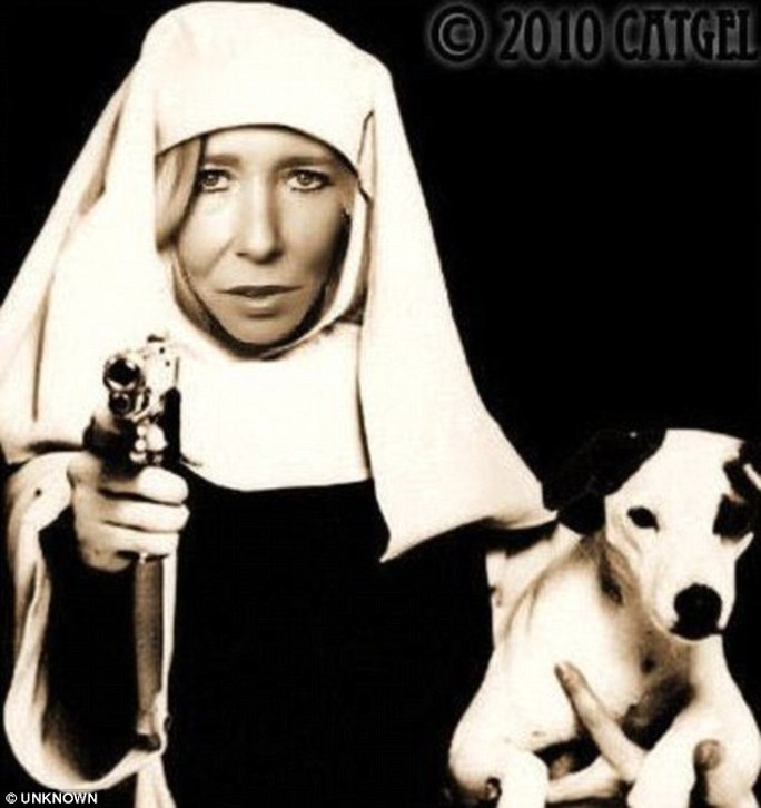 Sally Jones đang dụ dỗ các bé gái sang Syria làm vợ tay súng thánh chiến. Ảnh: Daily Mail