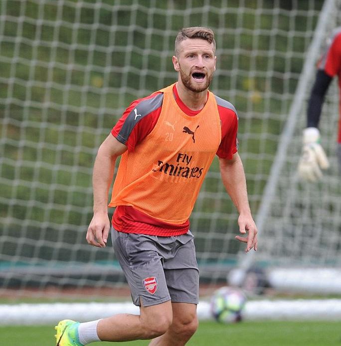 Sự có mặt của Mustafi sẽ khến hàng thủ Arsenal thêm vững vàng