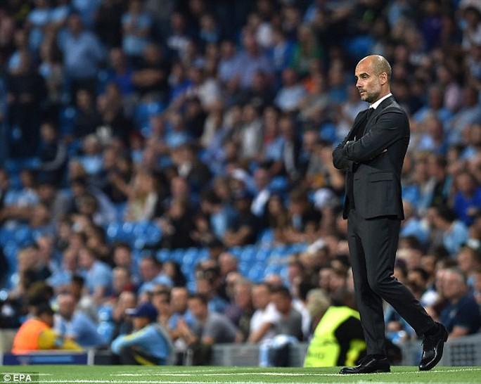 Pep Guardiola không lo vì các cầu thủ mà lo vì CĐV thiếu nhiệt tình với đội nhà