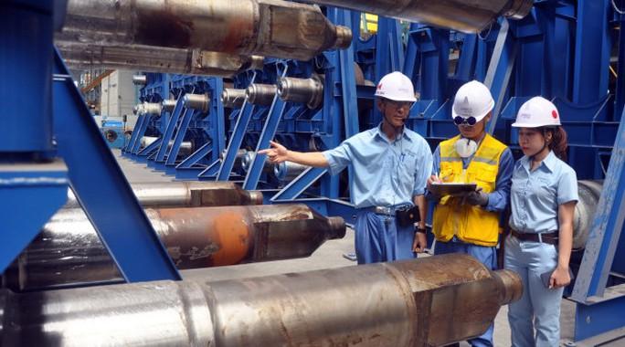 Dây chuyền sản xuất tại một nhà máy thép ở Bà Rịa - Vũng Tàu - Ảnh: ĐÔNG HÀ
