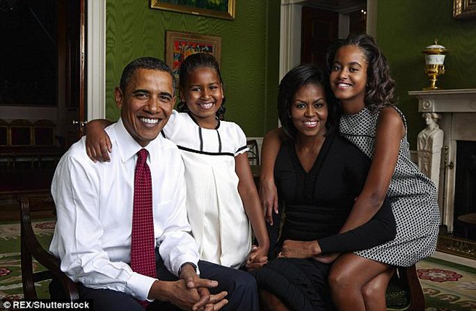 Ông Obama đưa cả gia đình đến Cuba. ảnh: REX