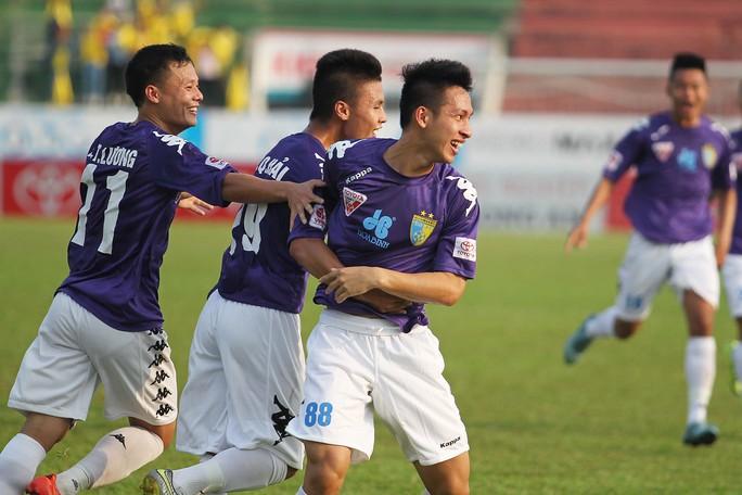 Cầu thủ Đỗ Hùng Dũng ghi bàn mở tỷ số cho đội khách Hà Nội T&T