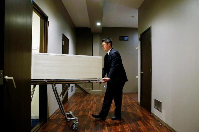 Rùng mình khách sạn tử thi ở Nhật Bản