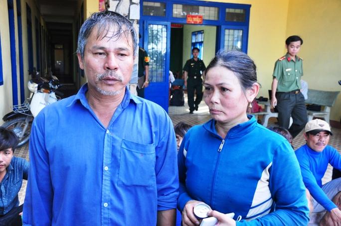 Ông Võ Văn Lựu cùng bà Nguyễn Thị Năng (vợ ông Lựu) trùng phùng sau khi thoát nạn trở về.
