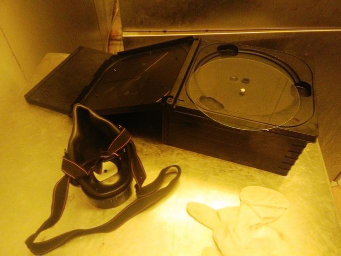 Nhà máy sản xuất băng đĩa CD, DVD lậu trị giá cả triệu USD bị công an thu giữ