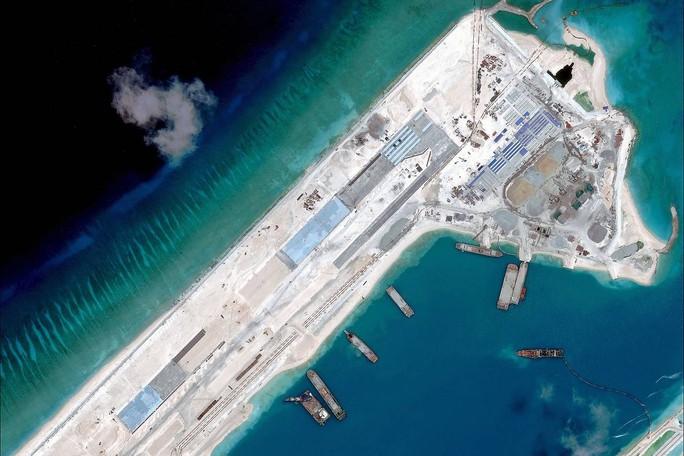 Ảnh vệ tinh chụp đường băng xây trái phép trên Đá Chữ thập hồi tháng 4-2015. Ảnh: DigitalGlobe