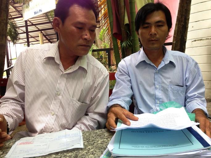 Hai ngư dân Nguyễn Anh Tuấn và Phạm Văn Cu bày tỏ bức xúc vì bị ngân hàng từ chối cho vay