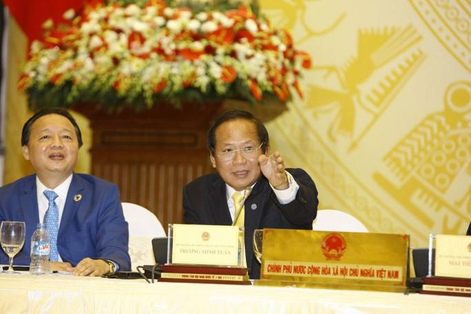Bộ trưởng Bộ Thông tin và Truyền thông Trương Minh Tuấn (bìa phải) và Bộ trưởng Bộ Tài nguyên và Môi trường Trần Hồng Hà tại buổi họp báo Ảnh: HẢI Ý