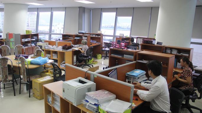 Cán bộ, công chức làm việc trong Trung tâm Hành chính TP Đà Nẵng