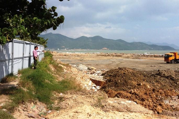 Dự án Nha Trang Sao cơ bản đã hoàn tất san lấp mặt bằng, trong đó có 2,3 ha lấp biển trái phép Ảnh: KỲ NAM