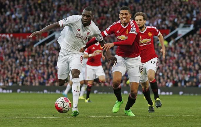 Người hâm mộ lại được xem thêm trận đại chiến giữa Liverpool (trái) và M.U