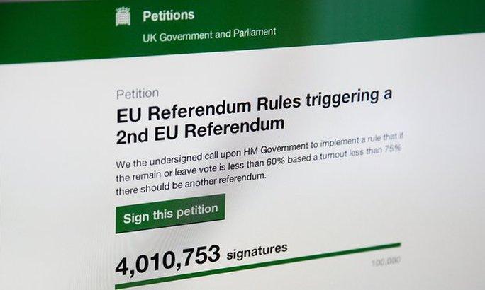 Bản kiến nghị online kêu gọi tổ chức một cuộc trưng cầu dân ý thứ hai về Brexit. Ảnh: Rex Shutterstock