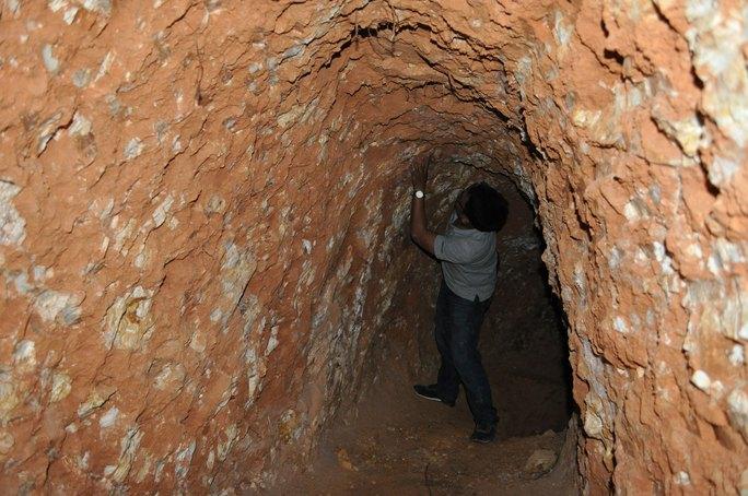 Hầm vàng dài hàng chục mét trong lòng đất tại Tiểu khu 180, xã Đắk Kan, huyện Ngọc Hồi, tỉnh Kon Tum