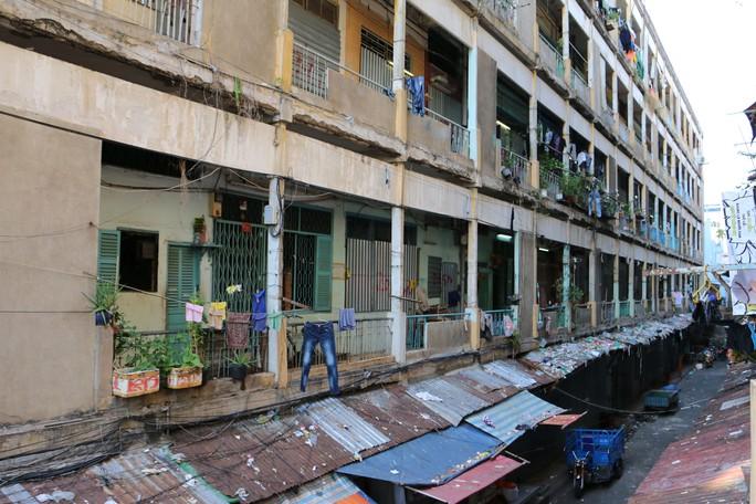 Chung cư Cô Giang (quận 1, TP HCM) xuống cấp nghiêm trọng chờ cải tạo, xây mới Ảnh: BẠCH ĐẰNG