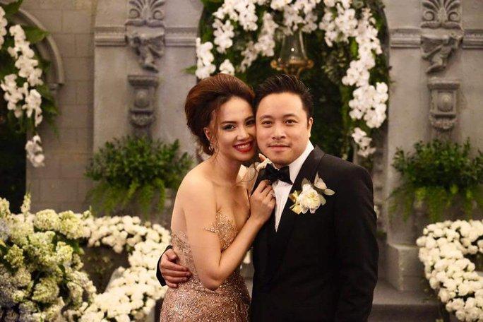 Sao Việt đám cưới: Kẻ công khai, người giấu nhẹm