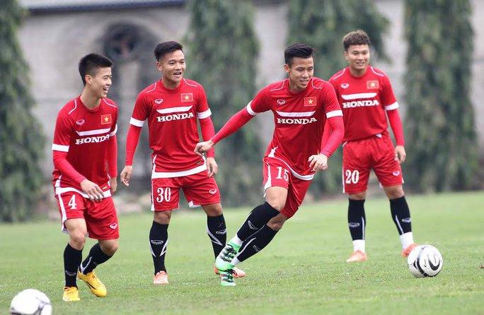 Đội hình tuyển Việt Nam dưới thời HLV Hữu Thắng có rất nhiều cầu thủ trẻ Ảnh: Hải Anh