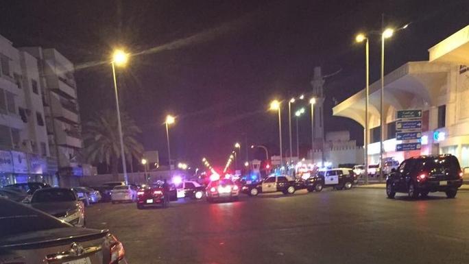 Một vụ đánh bom tự sát xảy ra gần lãnh sự quán Mỹ. Ảnh: au.news.yahoo.com